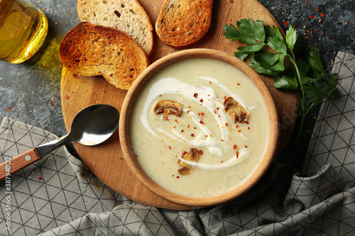 Papel de parede Concept of tasty lunch with bowl of mushroom soup on black smoky background