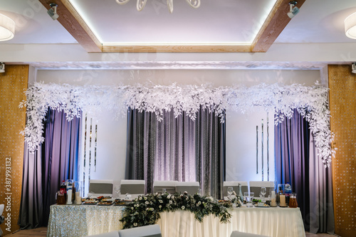 Valokuvatapetti Festive table, arch decorated with winter composition of with fur tree branches in the banquet hall