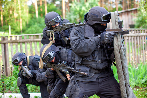 SWAT team on scouting mission in industrial area Fototapet