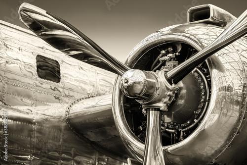 Obraz radial engine of an historical aircraft - fototapety do salonu