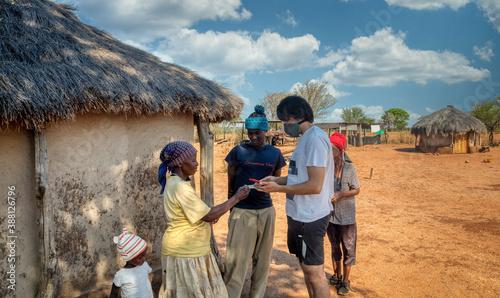 Valokuvatapetti village life