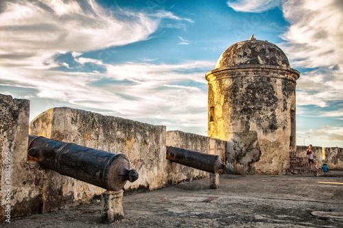 Cañones en un fuerte antiguo Canvas