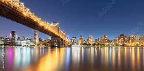 Foto Murales USA, New York, New York City, Ed Koch Queensboro Bridge illuminated at night