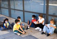 Group Of Preteen Children In F...