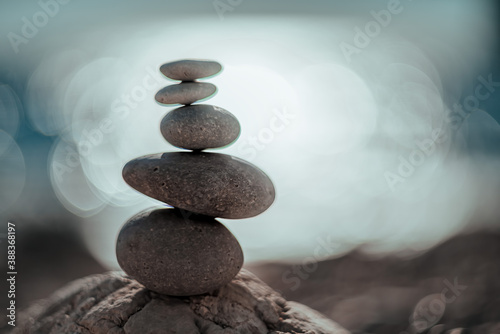 Balanced rock pyramid on the pebble beach on sunset Fototapet