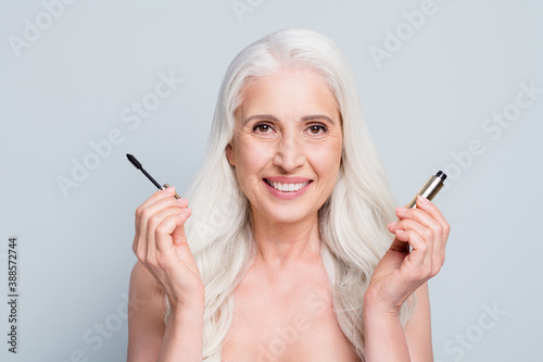 Obraz na plátne Close-up portrait of her she attractive cheerful grey-haired lady applying black