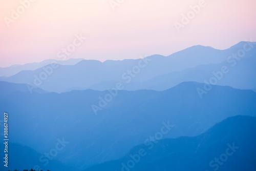 Obraz 玉置神社から見た山々の夕景 - fototapety do salonu