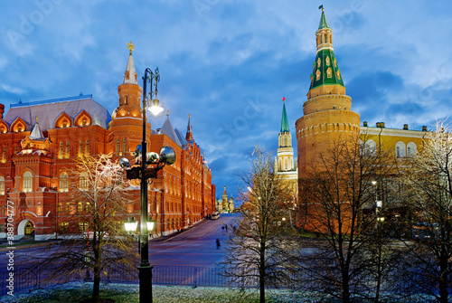 Slika na platnu Moscow, Russia, Kremlin passage in the evening
