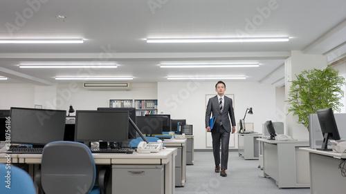 Fotografija 歩くビジネスマン