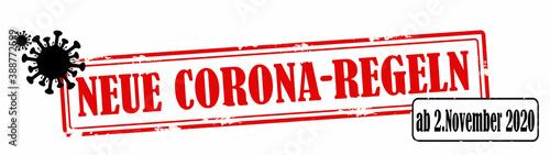 Fototapeta CORONAVIRUS / CORONA - Roter zerkratzen Stempel, mit der Aufschrift: NEUE CORONA-REGELN, ab 2