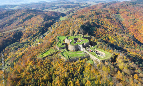 Tela Aerial view of historic Srebrna Gora fortress surrounded by yellow autumn forest