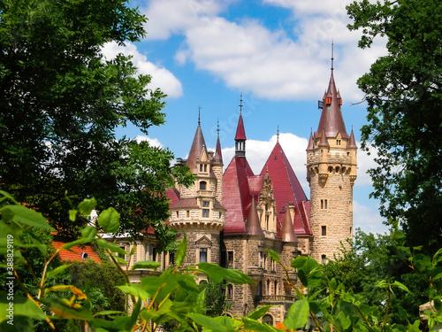 Zamek w Mosznej. Wiosna.