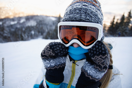 Canvas Print Woman in ski suit enjoying her vacation .