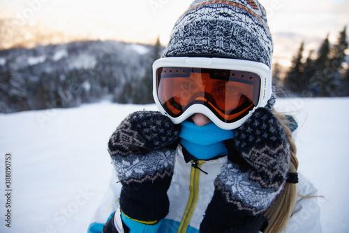 Cuadros en Lienzo Woman in ski suit enjoying her vacation .