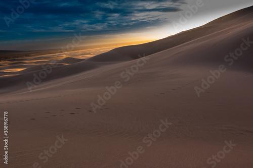 Sunset on The Dune Field of Great Sand Dunes National Park, Colorado, USA Billede på lærred