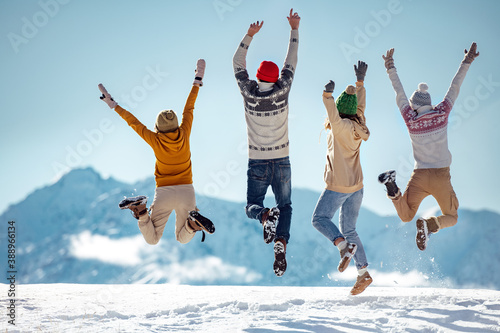 Photo Friends celebrates beginning of winter in mountains