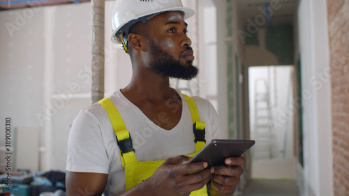 Valokuva African architect inside house being renovated using digital tablet