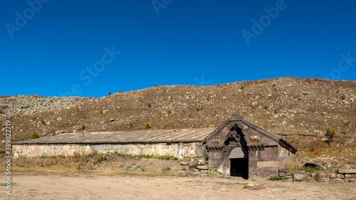 Fotografie, Obraz Orbelian's Caravanserai at Vardenyats Mountain Pass in Armenia
