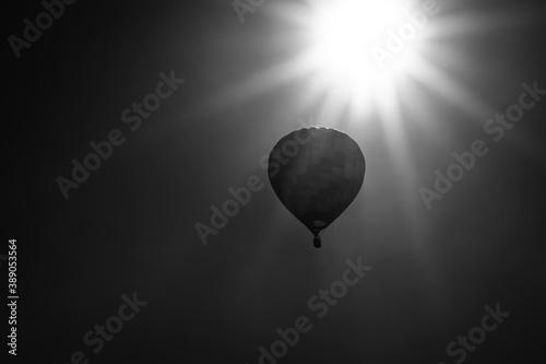 Papel de parede Hot Air Balloon Drifting Slowly Near the Sun