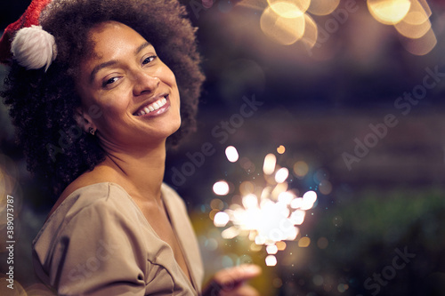 Obraz Young happy girl posing for a photo at christmas or new year party. Xmas, friends, fun, party concept - fototapety do salonu