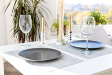 Table Setting For A Romantic D...