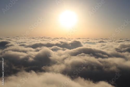 Vuelo en globo aerostático por encima de las nubes Canvas Print