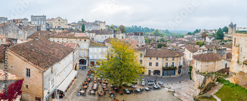 Canvas Print views of saint emilion medieval town, France