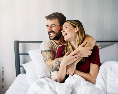 couple love bedroom bed lying romance happy relationship valentine day together Fotobehang