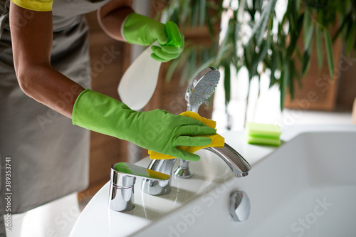 Fototapeta Professional cleaning of the bathroom and toilet