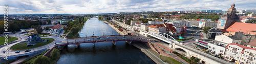 Fototapeta Panoramiczny widok z lotu ptaka na Most Staromiejski w centrum miasta Gorzów Wie