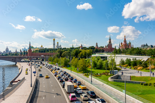 Fotografia Moscow, Russia - August 2020: Kremlevskaya embankment with towers of Moscow Krem
