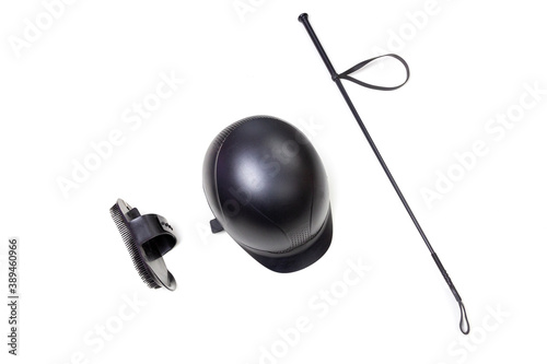Photo Black horse back riding gear: helmet, whip and brush isolated on the white background with copy space