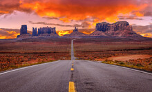 Road To Monument Valley In Utah