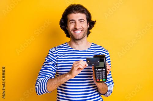 Cuadros en Lienzo Photo of positive guy swipe credit card on pos terminal wear blue white shirt is