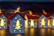 Small Christmas Houses With Ch...