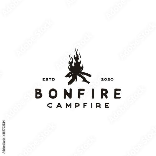 Tela Vintage Burning bonfire with a large flame for camping logo design