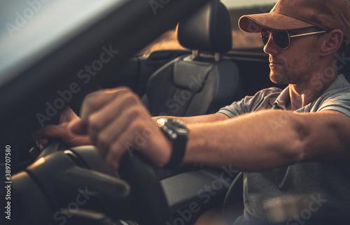 Men Driving Convertible Car Fotobehang