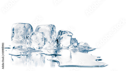 Melting natural crystal clear ice cubes on white reflective surface Fotobehang