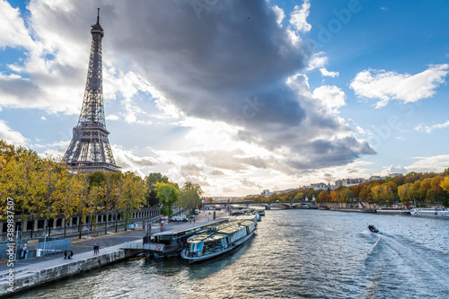 Obraz View on Eiffel Tower with seine river, Paris, France - fototapety do salonu