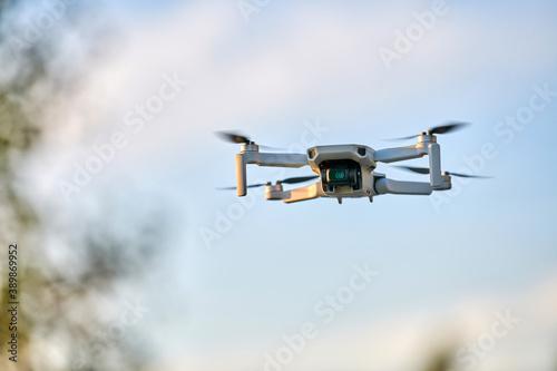 Fotografía Quadcopter drone in sky