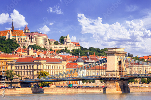 City landscape - morning view of the Szechenyi Chain Bridge and Buda Castle with Billede på lærred