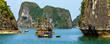 Halong-Bucht im Golf von Tonkin in Vietnam mit einheimischen Fischerbooten, Panorama.
