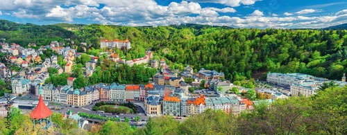 Karlovy Vary city aerial panoramic view with row of colorful multicolored buildings and spa hotels in historical city centre Fototapet
