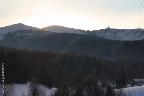 Fototapeta Śnieżne kotły - zimą.  obraz