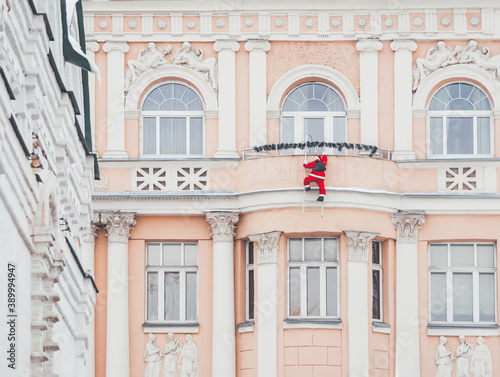 Tablou Canvas Historical building with Christmas decoration - artificial Santa Claus figure climbing on balcony