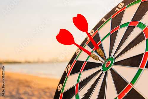 Fotomural Dart arrow hitting to center on bullseye (bull's-eye) dartboard is the target of