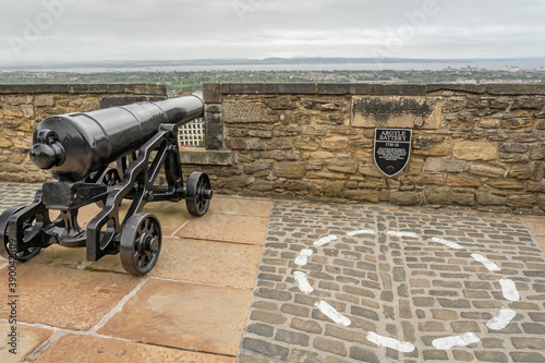 Photo Old black cannon on a castle wall