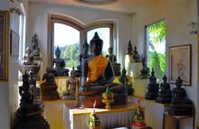 Chiang Rai, Thailand - Wat Tha Ton Meditating Buddhas