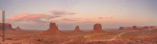Papel de parede Monument valley al amanecer