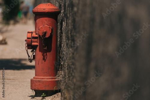 Selective focus shot of a fire hydrant on a sidewalk Fototapet